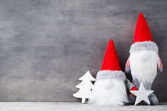Bożenarodzeniowy gnomu und Santa kapelusz Boże Narodzenie wzór Tło dalej Zdjęcia Stock