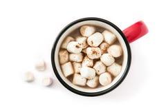 Bożenarodzeniowy kakao z marshmallow w kubku odizolowywającym na białym tle Obraz Royalty Free
