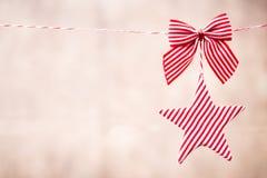 Bożenarodzeniowy kartka z pozdrowieniami z boże narodzenie wieśniaka dekoracjami Obraz Stock