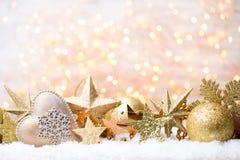 Bożenarodzeniowy kartka z pozdrowieniami z bożego narodzenia złota dekoracjami Obrazy Royalty Free