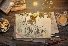 Bożenarodzeniowy kolaż z ołówkami, rysunkiem, książkami i holly na vi, obrazy stock