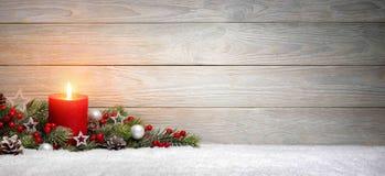 Bożenarodzeniowy lub Adwentowy drewniany tło z świeczką Zdjęcia Royalty Free
