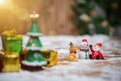 Bożenarodzeniowy miś pluszowy Santa Claus Santa Claus i bałwan Obraz Royalty Free