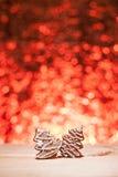 Bożenarodzeniowy miodownik z czerwieni zamazanym tłem Obraz Royalty Free