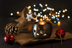 Bożenarodzeniowy nowego roku skład z jedlinowymi rożkami i świeczką 2007 pozdrowienia karty szczęśliwych nowego roku Boże Narodze Obraz Stock