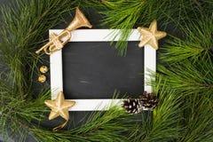 Bożenarodzeniowy ot nowego roku tło z biel ramą, ornamments Zdjęcia Royalty Free