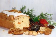 Bożenarodzeniowy owocowy budin z owoc i słodkimi składnikami wysuszonymi i oszklonymi obrazy royalty free