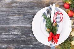 Bożenarodzeniowy położenie stół z cukierek trzciną fotografia stock