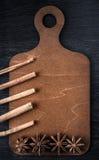 Bożenarodzeniowy pojęcie, menu na drewnianej desce gwiazdowy anyż, kawa i cynamon, Obrazy Stock