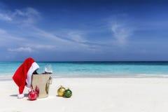 Bożenarodzeniowy pojęcie na tropikalnej plaży dla świątecznego sezonu wakacyjnego obrazy royalty free