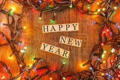 Bożenarodzeniowy pojęcie z Szczęśliwym nowego roku życzeniem tworzył na drewnianych blokach Obrazy Stock