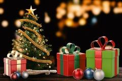 Bożenarodzeniowy prezent i boże narodzenie ornament Zdjęcia Stock