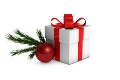 Bożenarodzeniowy prezenta pudełko z dekoracjami i gałęziastym jedlinowym drzewem Zdjęcia Stock