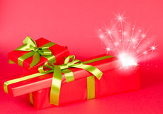 Bożenarodzeniowy prezenta pudełko z gwiazdami Zdjęcia Royalty Free
