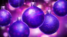 Bożenarodzeniowy purpurowy abstrakcjonistyczny tło z dużymi dekorować błękitnymi, purpurowymi piłkami przy przedpolem/ Zdjęcia Stock