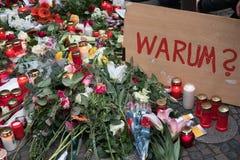 Bożenarodzeniowy rynek w Berlin dzień po tym jak ciężarówka jechał w tłum ludzie Fotografia Stock
