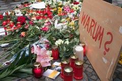 Bożenarodzeniowy rynek w Berlin dzień po tym jak ciężarówka jechał w tłum ludzie Fotografia Royalty Free