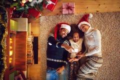 Bożenarodzeniowy selfie młoda szczęśliwa rodzina Fotografia Royalty Free