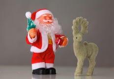 Bożenarodzeniowy skład z prezent dekoracjami i pudełkiem Zdjęcie Royalty Free