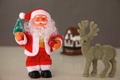 Bożenarodzeniowy skład z prezent dekoracjami i pudełkiem Zdjęcia Stock