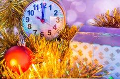 Bożenarodzeniowy skład z zegarem i dekoracjami Zdjęcie Royalty Free