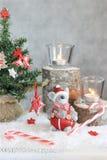 Bożenarodzeniowy szary tło z świeczkami i drzewem zdjęcie royalty free