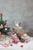Bożenarodzeniowy szary tło z świeczkami i drzewem fotografia stock