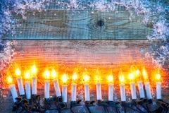 Bożenarodzeniowy tło odgórnego widoku świeczki girlandy powitanie Obraz Stock