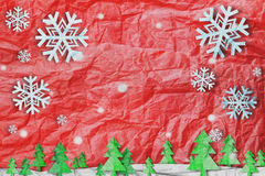 Bożenarodzeniowy tło, płatek śniegu z śniegiem i choinka, tapetujemy cięcie styl robić zmięty papier ilustracji