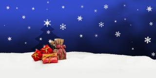 Bożenarodzeniowy tło prezenty śnieg - choinka - błękit - Zdjęcie Stock