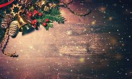 Bożenarodzeniowy tło z jedlinowym drzewem i dekoracją zdjęcie stock