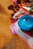 Bożenarodzeniowy tło z kolorowymi dekoracjami, piłką i zabawką, Obraz Stock