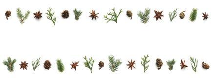 Bożenarodzeniowy tło Z rożkami, anyż gwiazdami I zieleni gałązkami, obraz stock
