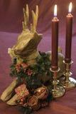 Bożenarodzeniowy tabletop wystrój z płonącymi świeczkami Zdjęcie Royalty Free