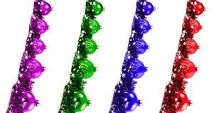 Bożenarodzeniowy ustawiający z diagonalnymi czerwieni, błękita, zieleni i purpur piłkami, Zdjęcia Stock