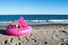 Bożenarodzeniowy wakacje Przychodzi Szczęśliwych wakacji pocztówkowy projekt Niezwykły Bożenarodzeniowy projekta pojęcie obraz stock