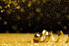 Bożenarodzeniowy wakacje tło z złotym faborkiem Zdjęcia Stock