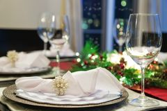 Bożenarodzeniowy wakacyjny obiadowego stołu położenie obrazy royalty free