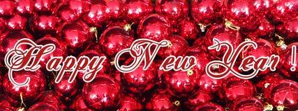 Bożenarodzeniowy wakacyjny tło z nowym rokiem, dekoracjami i ornamentami na czerwień stole 2019, Odgórny widok od above Mieszkani obrazy royalty free