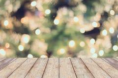 Bożenarodzeniowy wakacyjny tło z pustym drewnianym stołem Obraz Royalty Free