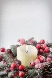 Bożenarodzeniowy wianek od czerwonych jagod, drzewa i rożków, Zdjęcia Stock