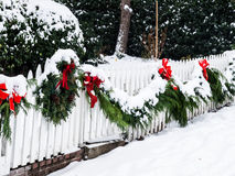 Bożenarodzeniowy wianek w śniegu Fotografia Royalty Free