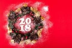 Bożenarodzeniowy wianek, Wakacyjny skład 2018 na Czerwonym tle Odgórny widok Obraz Royalty Free