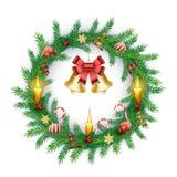 Bożenarodzeniowy wianek z czerwonymi jagodami, świeczki, łęk, złoty dzwon również zwrócić corel ilustracji wektora royalty ilustracja