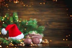 Bożenarodzeniowy zimy tło, stół dekorujący z jodeł gałąź i dekoracje, szczęśliwego nowego roku, wesołych Świąt obraz royalty free