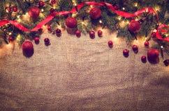 Bożonarodzeniowe światła dekoraci tło nad bieliźnianym płótnem Odgórny widok Fotografia Royalty Free