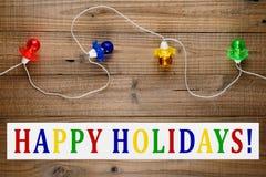 Bożonarodzeniowe światła girlanda i szczęśliwy wakacje tekst Fotografia Royalty Free