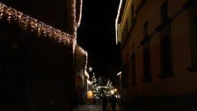 Bożonarodzeniowe światła jako phantasmagorical atmosfera w starym mieście FDV zbiory wideo