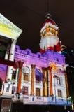 Bożonarodzeniowe światła projekcje na Melbourne urzędzie miasta Obrazy Royalty Free