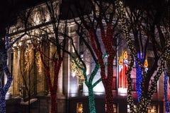 Bożonarodzeniowe Światła przy gmachu sądu kwadratem Zdjęcia Royalty Free